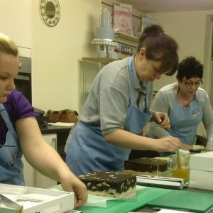 Beginners Cake Decoration Foundation Class with Materials (5 weeks)